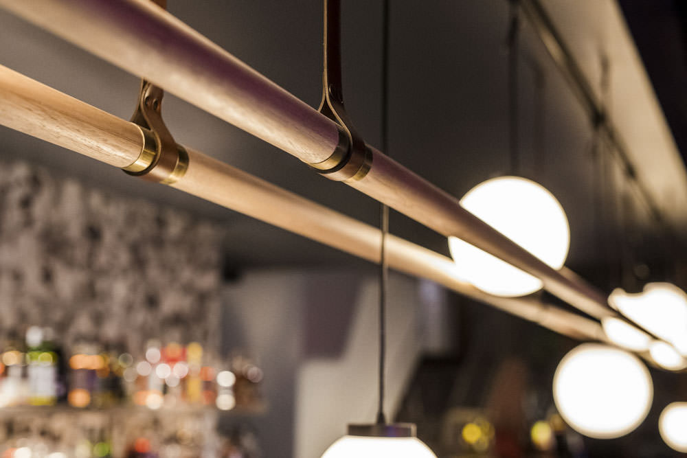 light features in bar